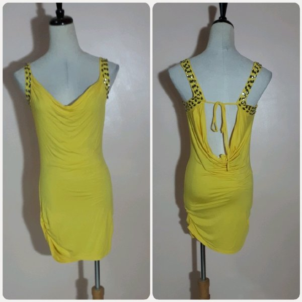 Used Summer dress yellow color for her in Dubai, UAE