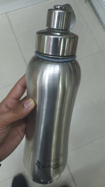 Used Vaccume water bottle, clean 👌👌👌 in Dubai, UAE