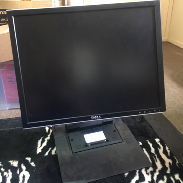 "Used Dell 20"" LCD monitor + Docking station  in Dubai, UAE"