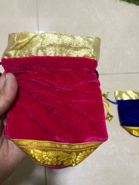 Used 5 pieces of gift pouches in Dubai, UAE