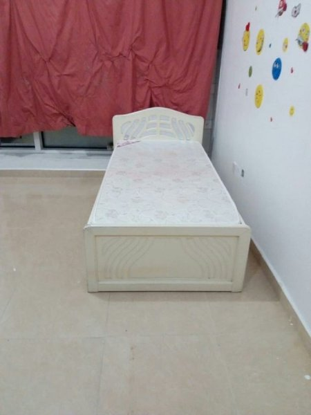 Used Urgent White Wooden Single Bed in Dubai, UAE