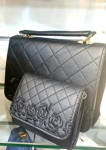 Used Leather Purse with free wallet in Dubai, UAE