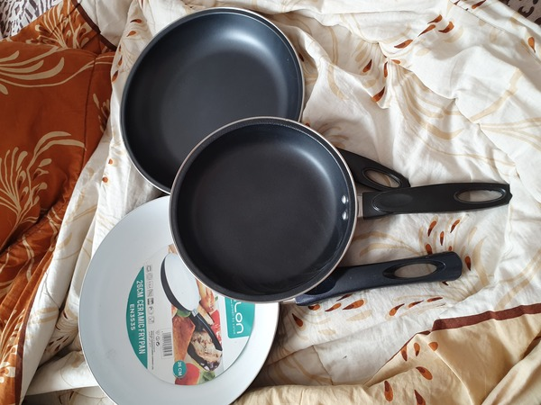 Used New 3 non-sticks fry pans in Dubai, UAE