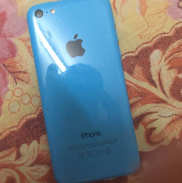 Used iPhone 5c Server Problem Can Be Fix The Mobile Is In Good Condition  in Dubai, UAE