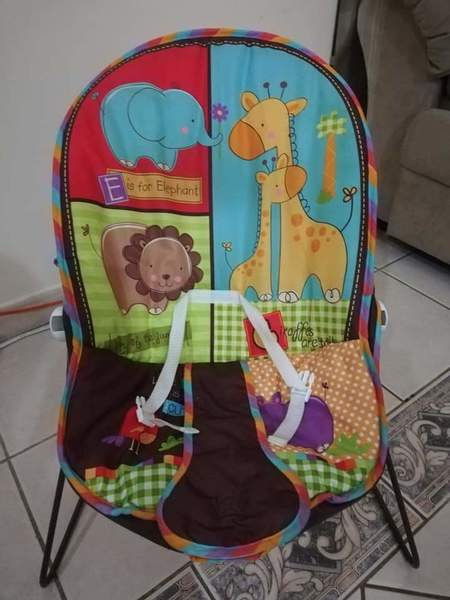 Used Infant car seat and baby bouncer in Dubai, UAE