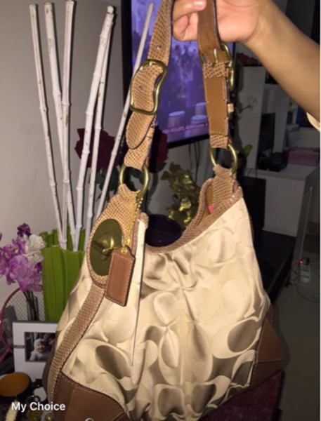 Used Pre-loved Coach leather handbag. in Dubai, UAE