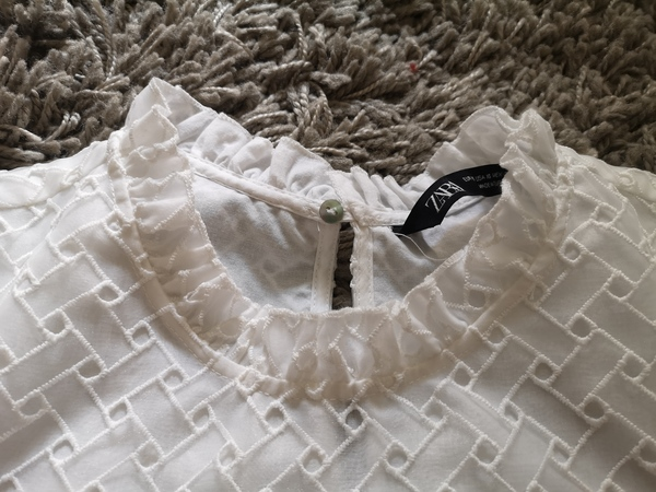 Used Zara White Puff Sleeve Top XS Like New in Dubai, UAE