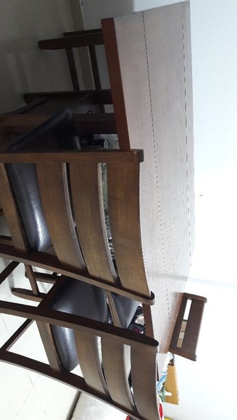 Used Very solid Dining Table for sale in Dubai, UAE
