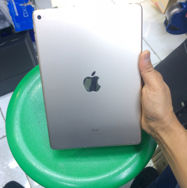 Used Ipadair2 64gb 4G in Dubai, UAE