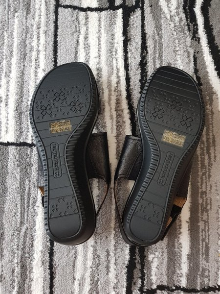 Used Naturalizer shoes for women in Dubai, UAE