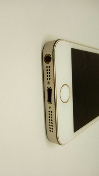 Used IPhone 5s new but i think software probl in Dubai, UAE