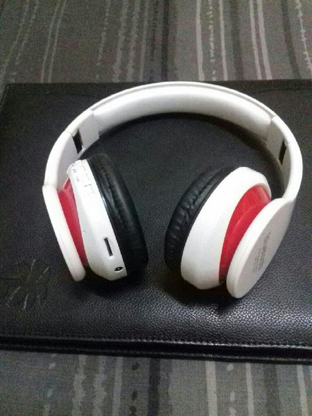 Used Blutooth Headphone White Colour.🎁 in Dubai, UAE