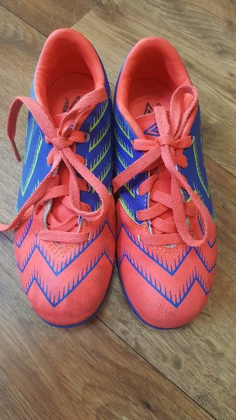 Used Umbro foot ball shoes for kids sizeEU 32 in Dubai, UAE