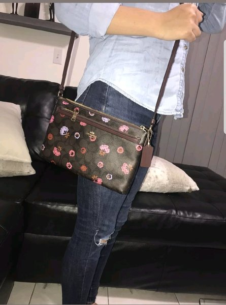 Used Authentic coach crossbody bag in Dubai, UAE