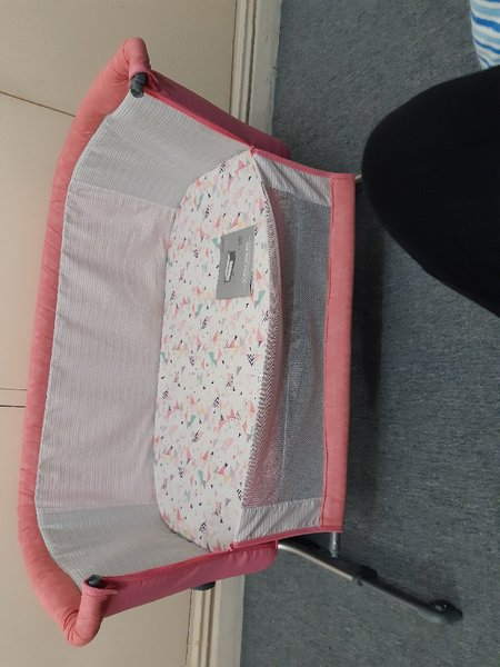 Used Baby's bed used only for 1 week in Dubai, UAE