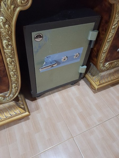 Used Bed+bed set's+locker in Dubai, UAE