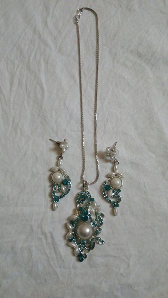 Necklace n earrings set