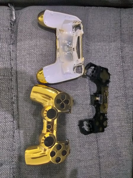Used ps4 cover gold in Dubai, UAE