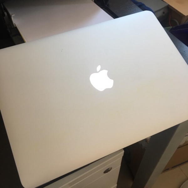 Used MacBook Air 2014 *hard drive locked in Dubai, UAE