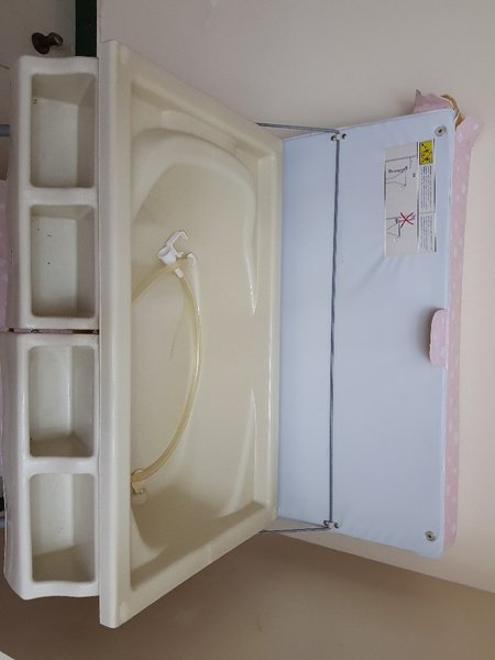 Used Baby changing table and bathtub in Dubai, UAE