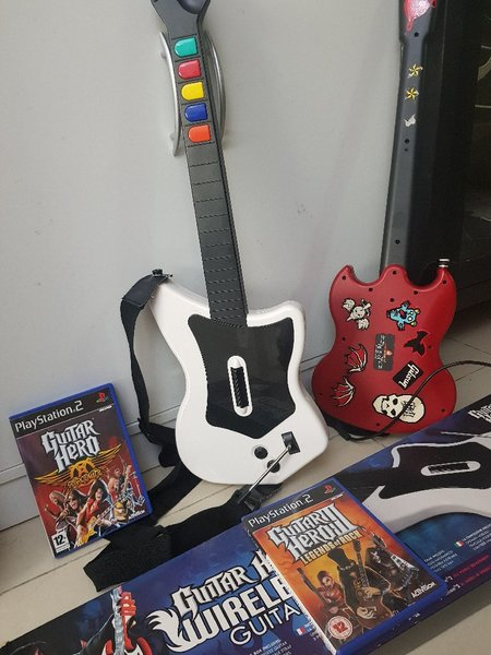 Used Gitar Hero for PS2 with 2 game in Dubai, UAE