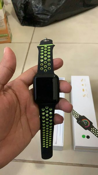 Used Best selling smart watch f8+all features in Dubai, UAE