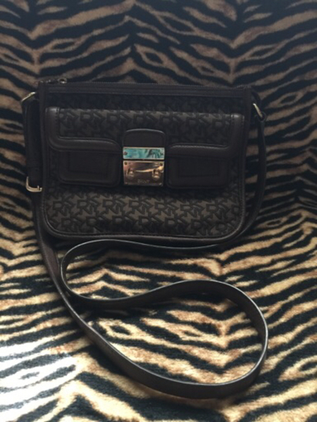 Used DKNY preloved Authentic Sling Bag in Dubai, UAE