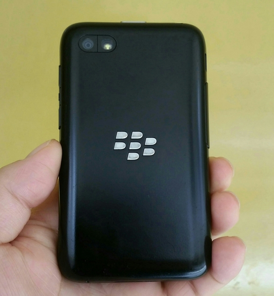 Used Blackberry Q5 Smartphone 8 GB 2 GB Ram Touchscreen Used Mobile With Charger, Fixed Price. in Dubai, UAE