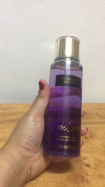 Used Original Victoria secret Fragrance Mist in Dubai, UAE