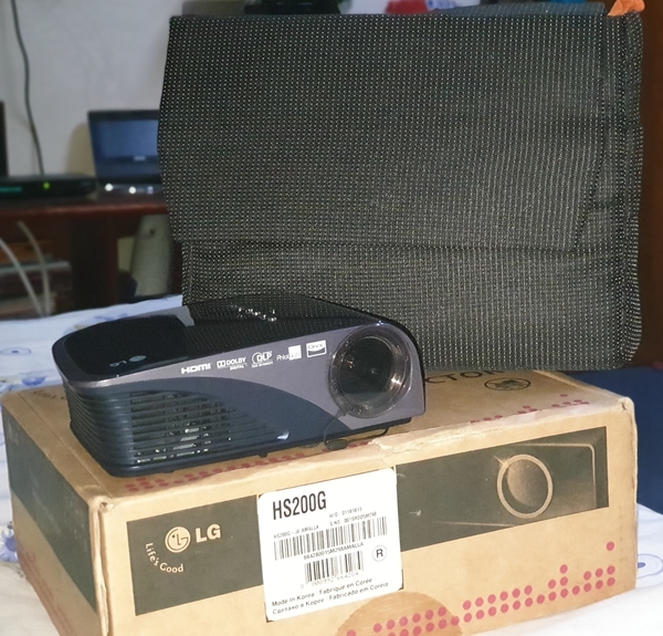 Used LG ULTRA MOBILE PROJECTOR in Dubai, UAE