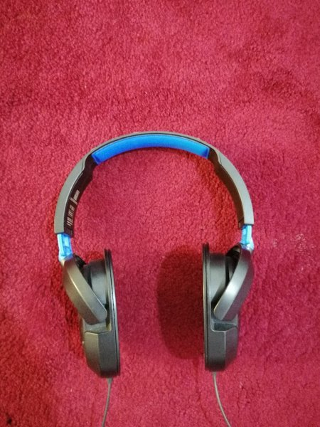 Used Turtle Beach headset for ps4 pc in Dubai, UAE