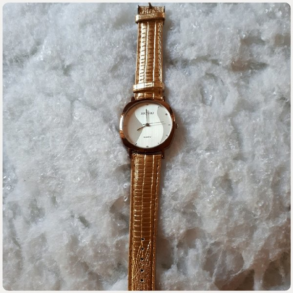Used Watch shiny golden color in Dubai, UAE