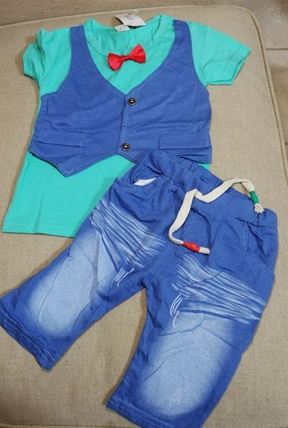 Used 2 baby clothes set, for 12 to 18 mnths in Dubai, UAE