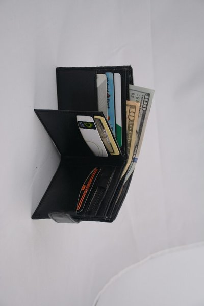 Used Oriyana bifold wallet black in Dubai, UAE