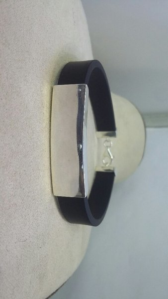 Used Silver with Rubber bracelate Gents 20 cm in Dubai, UAE