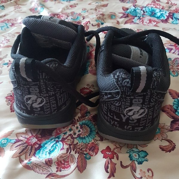Used Heelys shoes for kids in Dubai, UAE