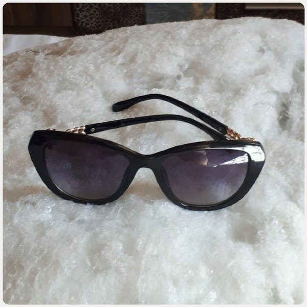 Used Black sungglass fashion medium in Dubai, UAE