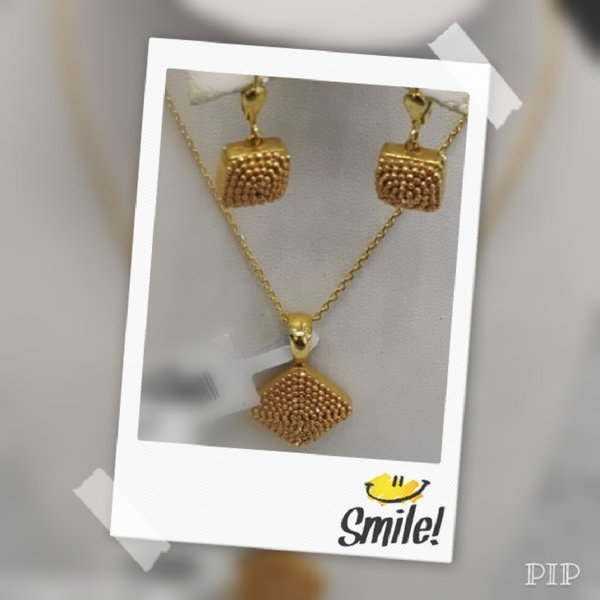Used 18 Karat Gold Necklace and Earrings(set) in Dubai, UAE