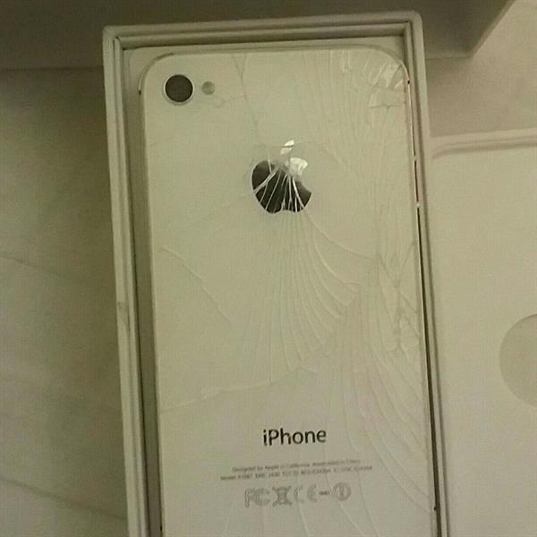 Used O6riginal iPhone4s 16gb. Broken screen front and back but can be fixed and working Perfectly.  in Dubai, UAE