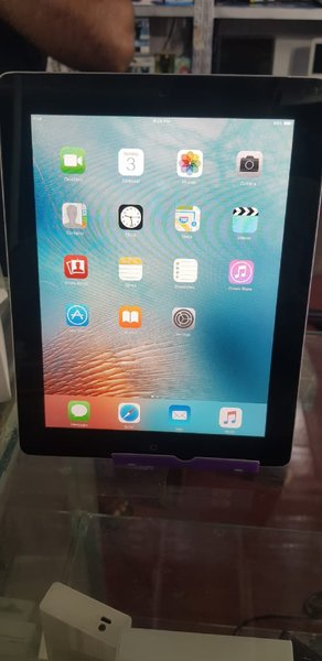 Used I pad 2 16 gb only in 250 Dirham in Dubai, UAE