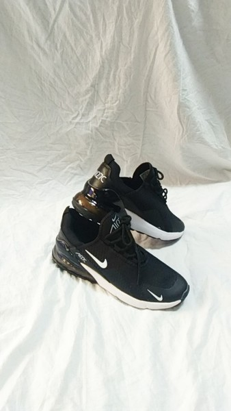 Used Nike Air 270 shoes size 43 new in Dubai, UAE
