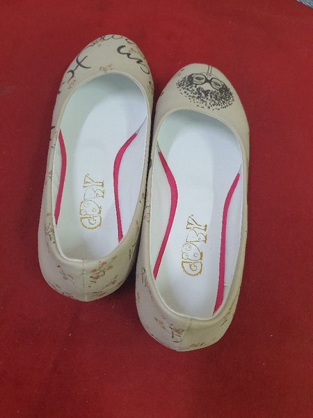 Used Girls shoes  39 SIZA  and 38 SIZA in Dubai, UAE