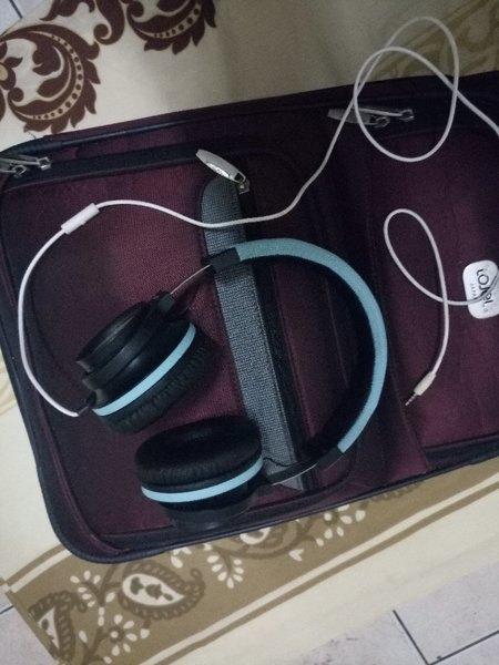 Used Small travel bag and headset in Dubai, UAE