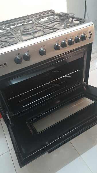 Used 5 stole gas cooker with oven in Dubai, UAE
