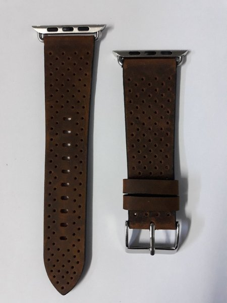 Used Apple watch series3 leather band 42mm in Dubai, UAE