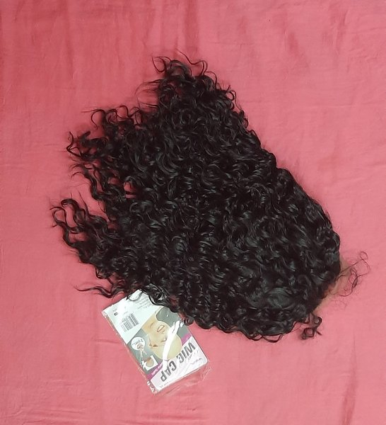 Used Lace front wig deep curly 16 inches in Dubai, UAE