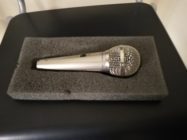 Used Mic with stand in Dubai, UAE