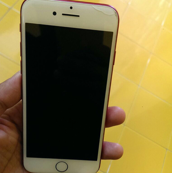Used Apple Iphone Red Edition 128 Gb For Sale.There Is A Slight Crack On The Top Of The Screen As In The Image in Dubai, UAE