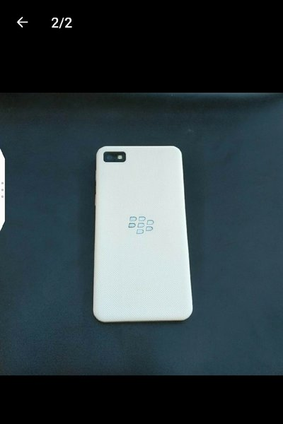 Used Blackberry Z10 white - like new in Dubai, UAE