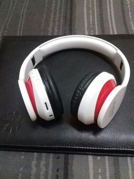 Used Blutooth Headphone White Version🎁 in Dubai, UAE